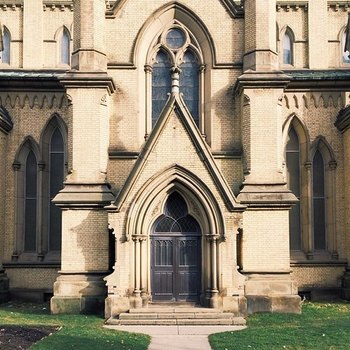 Find Momo at this cathedral.