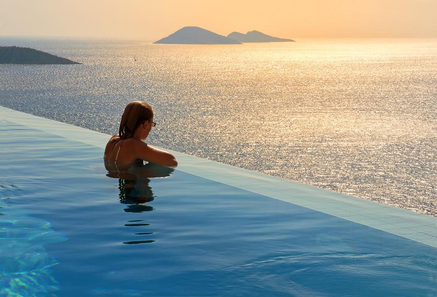 Infinity-Pool-Hotel-Villa-Mahal