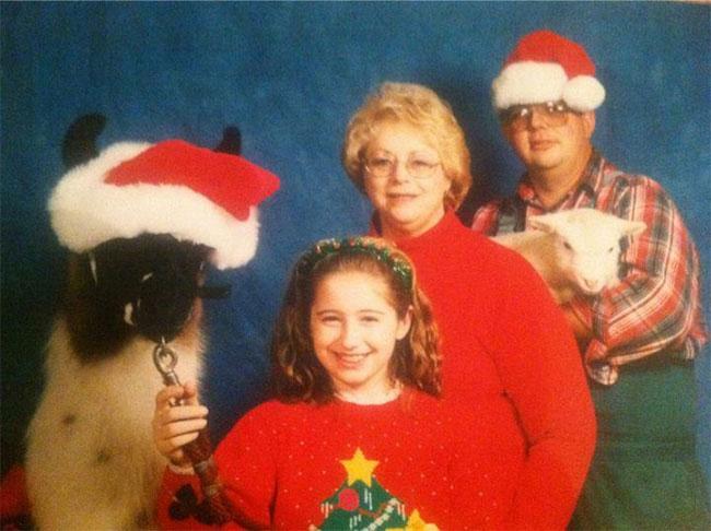 Viralscape - Awkward Family Portrait-14