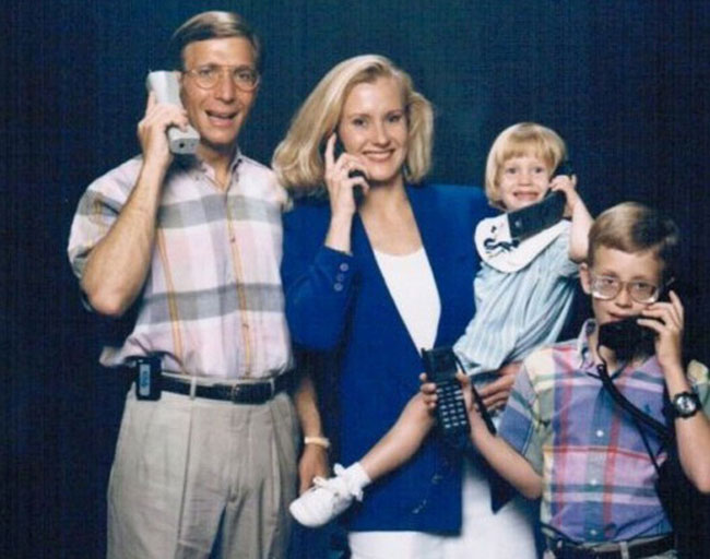 Viralscape - Awkward Family Portrait-15