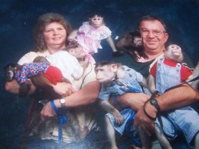 Viralscape - Awkward Family Portrait-20