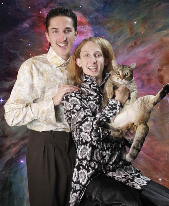 Viralscape - Awkward Family Portrait-25