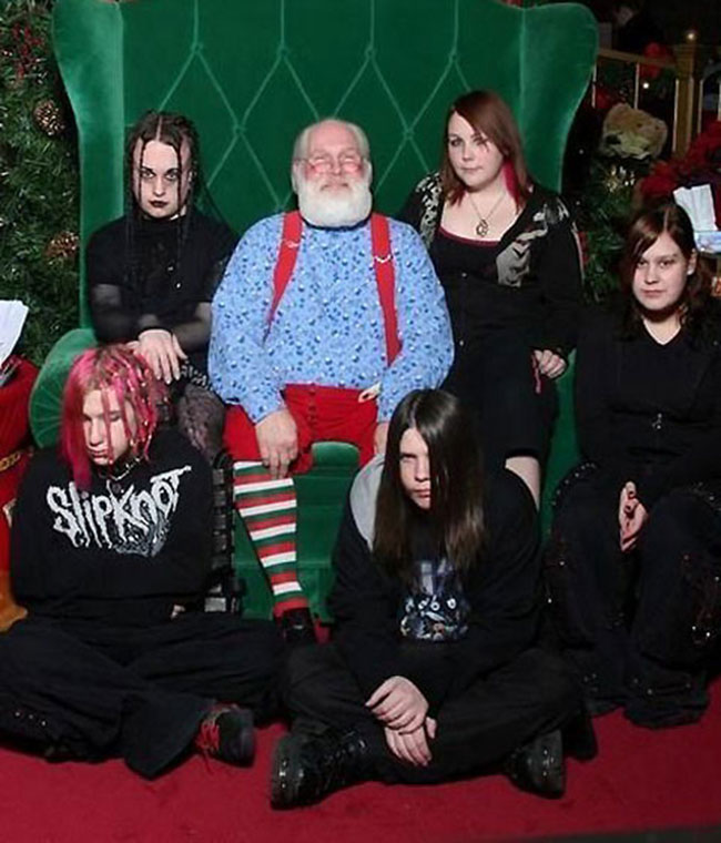 Viralscape - Awkward Family Portrait-3