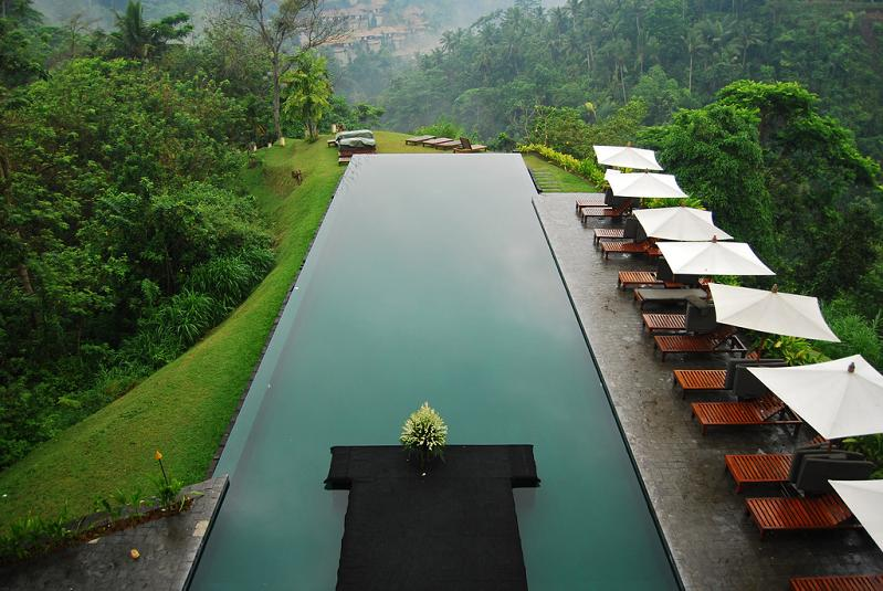 infinity-pool-aerial-shot-alila-ubud-bali