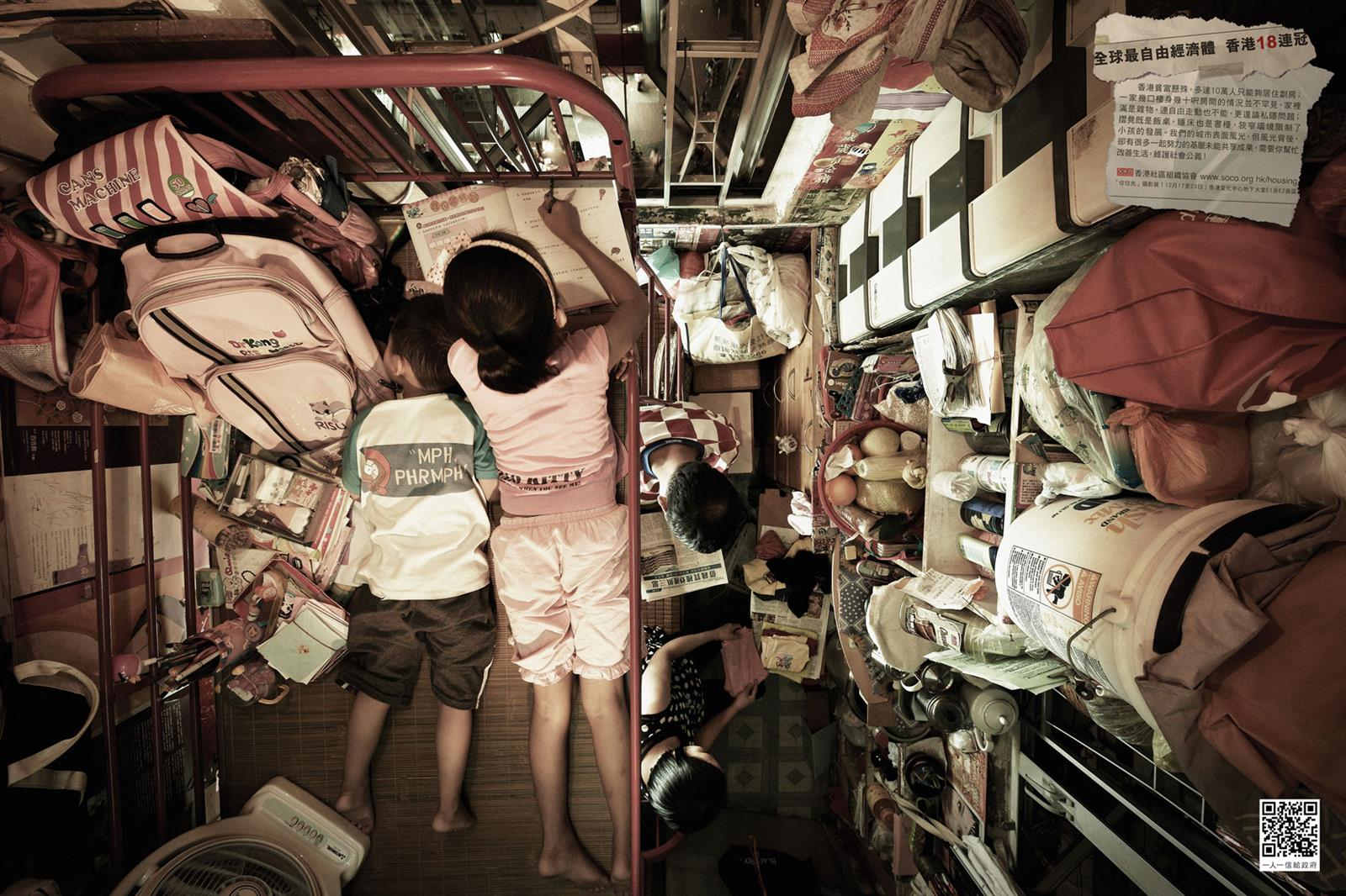 Crowded Apartment in Hong Kong (3)