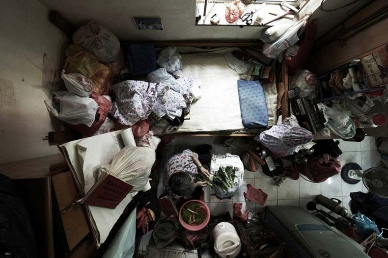 Crowded Apartment in Hong Kong (8)