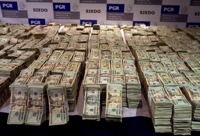 Mexican Drug Lord Home - More money than ever