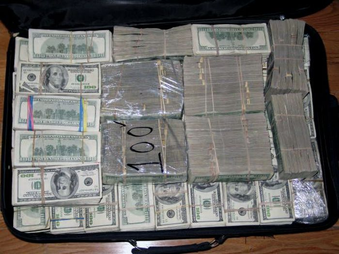 Mexican Drug Lord Home - More stacks of cash