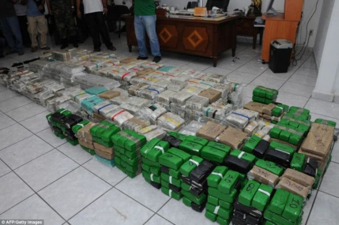 Mexican Drug Lord Home - There were even stacks of Chinese Yuan found in one closet