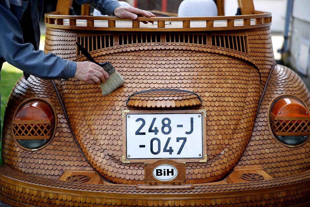 Wooden Volkswagen Beetle (1)
