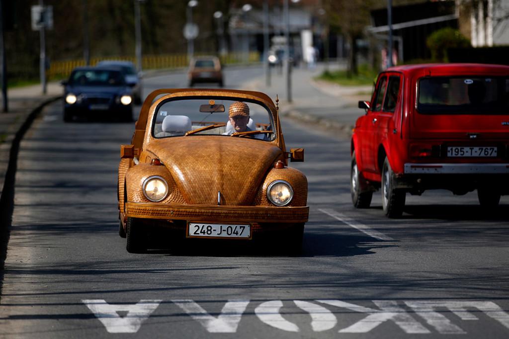 Wooden Volkswagen Beetle (4)