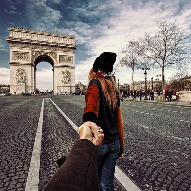 Travel to the Arc De Triomphe in Paris, France