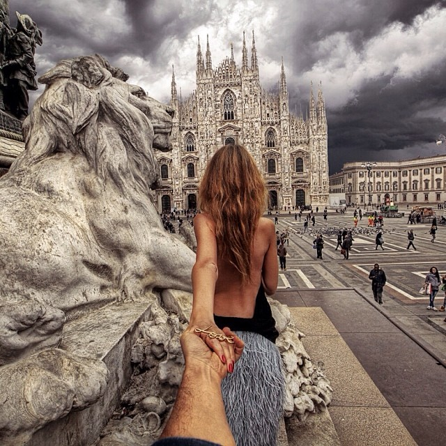 Travel to the Piazza Duomo in Milan