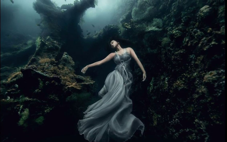 Model Underwater Photoshoot (1)