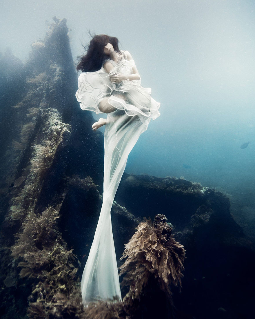 Model Underwater Photoshoot (3)