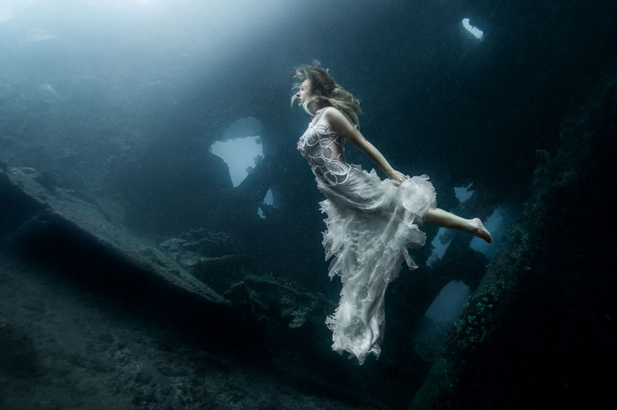 Model Underwater Photoshoot (5)