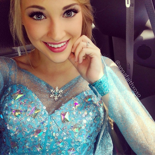 Real-Life Elsa from Frozen (4)