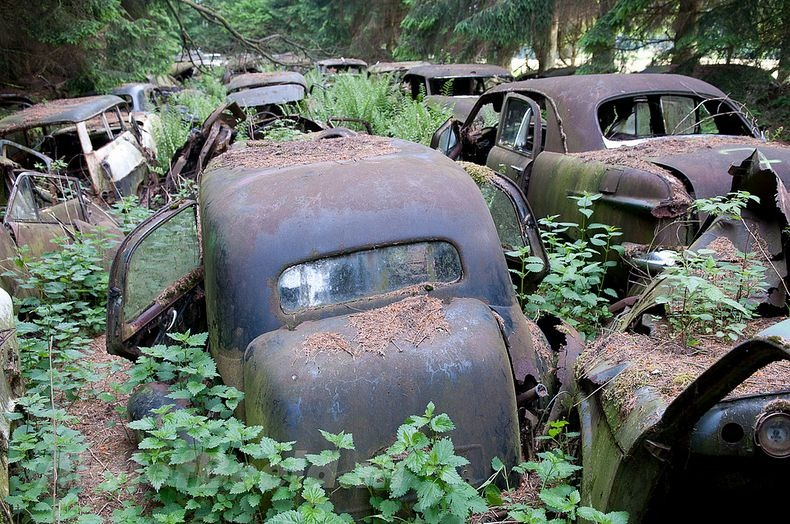 Chatillon Car Graveyard (11)