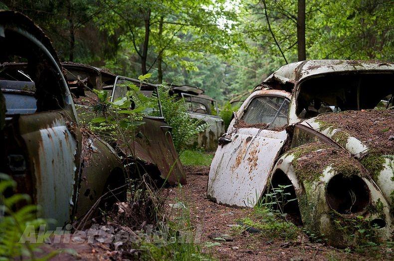 Chatillon Car Graveyard (2)