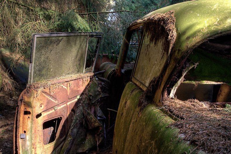 Chatillon Car Graveyard (9)