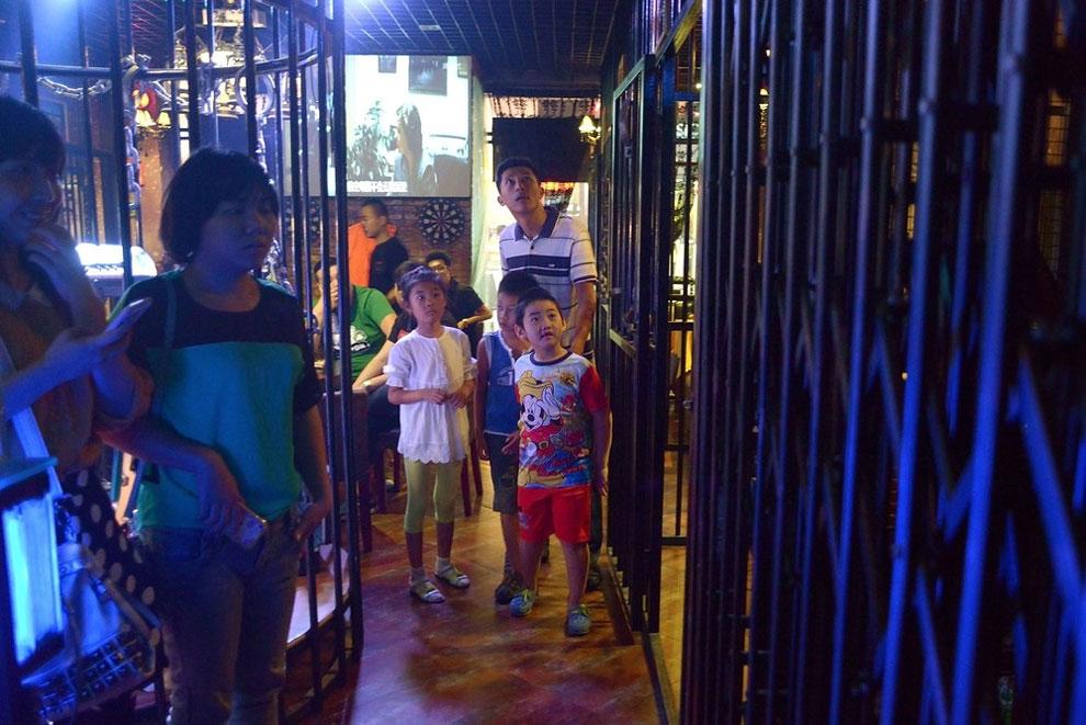 Prison Themed Restaurant (16)