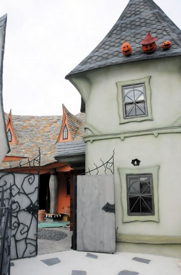 Fairy Tale Houses In Japan (4)