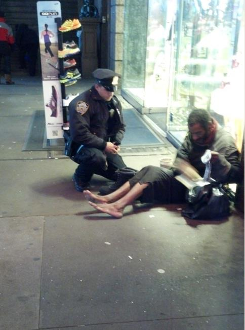 NYPD Cop gives boots to homeless man