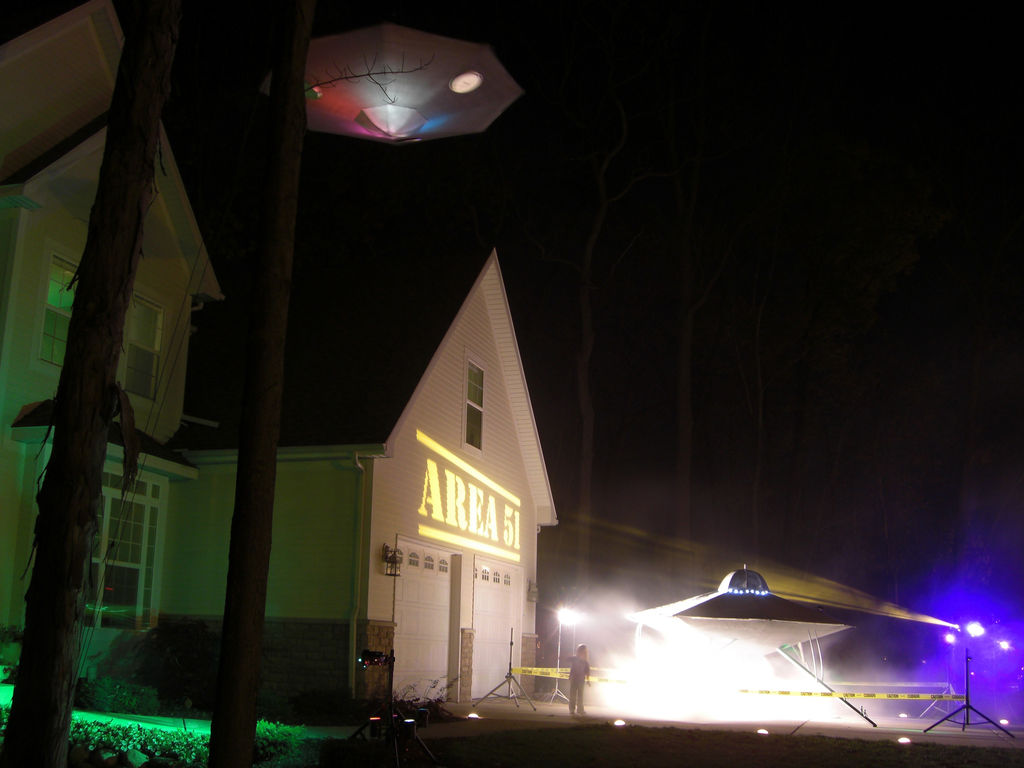 UFO Invasion Halloween Decor