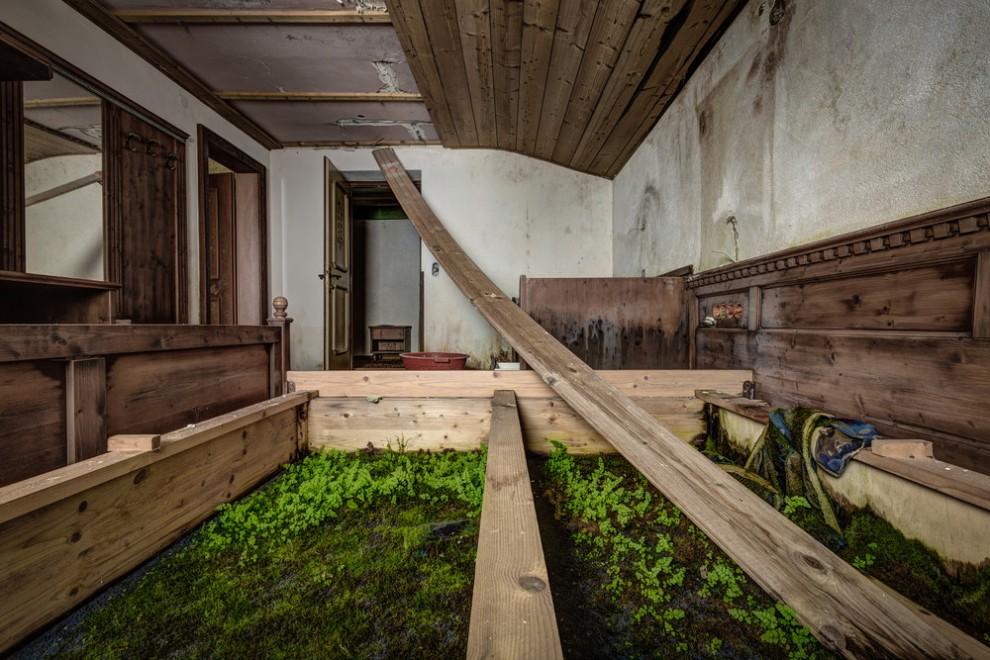 Abandoned Hotel 15
