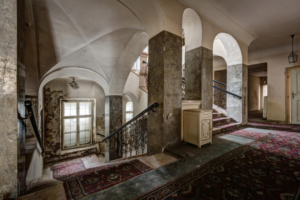 Abandoned Hotel 18