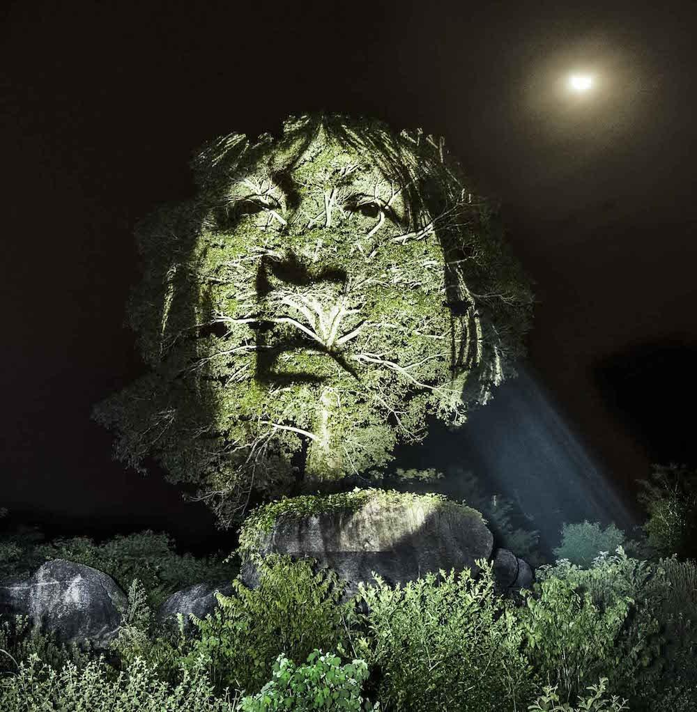 brazilian-indigenous-tribe-light-projection-2